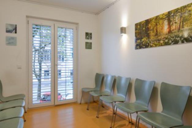 Wartezimmer Praxis Drususallee Dr. Pukies Dr. Schöfmann