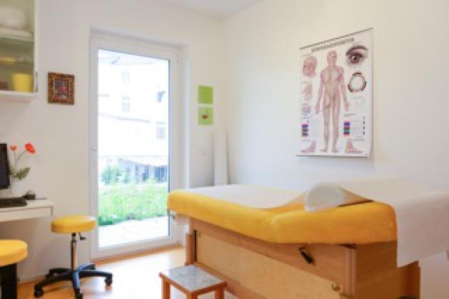 Akupunkturzimmer Praxis Drususallee Dr. Pukies Dr. Schöfmann
